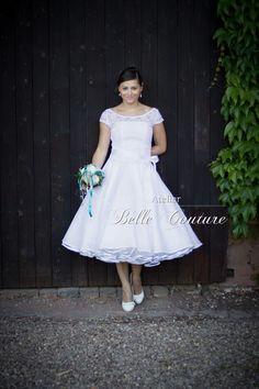 Brautkleid mit Spitze im 50er Jahre Stil  von Belle Couture Braut auf DaWanda.com