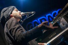 Idan Raichel, ícone da música israelense, faz apresentação beneficente em São Paulo em novembro.