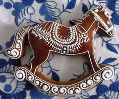 Rocking horse, gorgeous piping, konik-gingerbread ideas by medovniky. Iced Cookies, Cute Cookies, Cookies Et Biscuits, Holiday Cookies, Cupcake Cookies, Christmas Gingerbread House, Gingerbread Cake, Gingerbread Houses, Horse Cookies