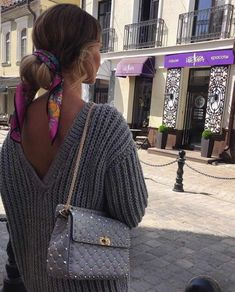 How To Wear A Scarf - 11 Elegant Ways ; find how and where to buy quality scarves #styletips #styleinspiration #styleinfluencer #scarf #fashion #fashiontips #fashionhacks #wardrobetips