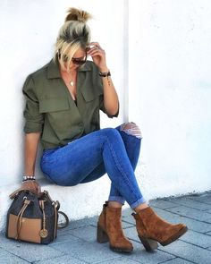 Fashion and Lifestyle Jean Outfits, Fall Outfits, Outfits Con Camisa, Outfit Jeans, Mom Jeans, Fashion Dresses, Dress Up, Glamour, My Style