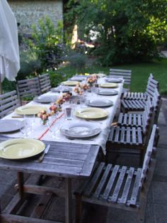 Al fresco dining Outdoor Retreat, Indoor Outdoor Living, Outdoor Spaces, Outdoor Table Settings, Setting Table, Outdoor Dinner Parties, My French Country Home, Garden Deco, Patio