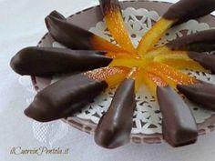 Se state cercando una ricetta veloce per preparare le scorzette d'arancia candite con cioccolato, siete capitati nel posto giusto perché queste scorzette