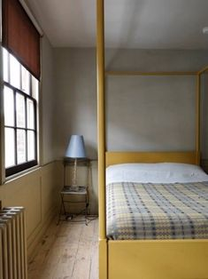 Private room in London, United Kingdom. A private room with a four poster double bed in a fully restored period Georgian house. The house is characterised by gorgeous Century feature. Welsh Blanket, Townhouse For Rent, Room London, Style Deco, Georgian Homes, Cheap Home Decor, Home Remodeling, Bedroom Decor, Interior Design