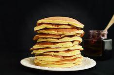 Asa cum zice clar si scurt si titlu, sunt cele mai pufoase pancakes incercate vreodata! Noi avem clatitele noastre, de dulce sau de post, americanii p-ale lor. Fluffy Pancakes, Banana Pancakes, American Pancakes, Chocolate Chip Pancakes, Homemade Pancakes, Cake Photography, Crepes, Cheesecake, Food And Drink