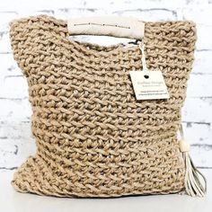 Totally handmade crochet tote bag with short or long knitted handles. Huge variety of colors available. Crochet Market Bag, Crochet Tote, Crochet Handbags, Crochet Purses, Jute Handbags, Tshirt Garn, Diy Sac, Crochet Shell Stitch, Jute Bags