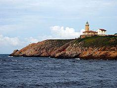 El faro de Avilés, también llamado faro de San Juan, está situado en la margen oriental de la entrada de la ría de Avilés, concretamente en la parroquia de Laviana,1 perteneciente al concejo asturiano de Gozón, en la llamada Punta del Castillo.