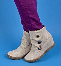 Tabbit | Blowfish Shoes | $69 i want them in black