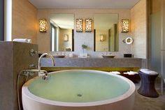 Awesome bath tub.