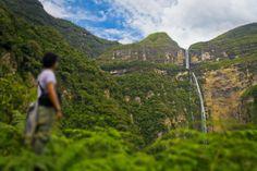 Turista camino a la catarata de Gocta en Amazonas.