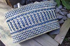 Blue & Natural Kete Flax Weaving, Basket Weaving, Woven Bags, Maori Designs, Art Diary, Maori Art, Weaving Patterns, Kite, Weave