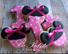 Minnie Mouse Sugar Cookies 1 dozen by LaPetiteCookie on Etsy