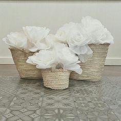 Cestos y flores de papel