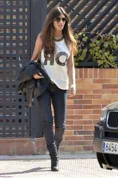 Sara Carbonero Photos - Reporter Sara Carbonero is seen leaving her Madrid home today. Carbonero plans to wed longterm boyfriend Iker Castillas in July after dating for three years and several proposals. - Sara Carbonero Leaves Her Home Fashion Night, Star Fashion, Womens Fashion, Looks Sara Carbonero, Simple Style, Style Me, Look Boho Chic, Spring Looks, Jeans And Boots