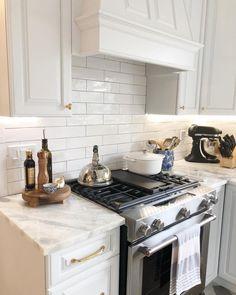 38 creative small kitchen design and organization ideas 22 Galley Kitchen Design, Kitchen Redo, New Kitchen, Kitchen Cabinets, Kitchen Ideas, Kitchen Designs, Kitchen Hacks, Kitchens With White Cabinets, Small White Kitchens