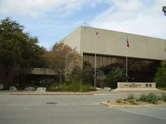 Governor Greg Abbott has appointed Dallas billionaire Kelcy Warren to the Texas…