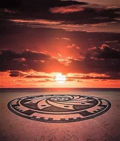 "32 Me gusta, 0 comentarios - Magazine and Travel Guide (@ballena_tales) en Instagram: ""Michael es fotógrafo profesional y creador de ""mandalas"" en Playa Uvita (mandala significa…"" Sunset Lover, Sunset Sky, Sunset Pictures, Cool Pictures, Sunset Pics, Gods Creation, Sunset Photography, Beautiful Sky, South Pacific"