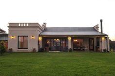 vista contrafrente: Casas de estilo Rural por Parrado Arquitectura                                                                                                                                                      Más