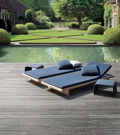 Timeless #garden elegant & classic with just a plash or corten steel, for a parterre throwback. #design