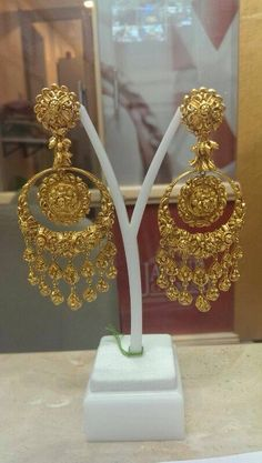gold earrings Diamond Jewelry, Gold Jewelry, Jewelery, Gold Bangles Design, Jewelry Design, Gold Jhumka Earrings, Temple Jewellery, Jewellery Box, Latest Jewellery