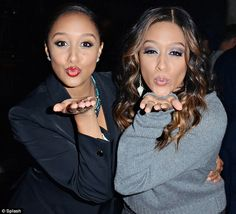 Kiss it goodbye: Identical Tia and Tamera Mowry will no longer be starring in their reality show! Their show was way better than Keeping up With The KarTRASHians! New Short Hairstyles, Pretty Hairstyles, Beautiful Black Women, Beautiful People, Tia And Tamera Mowry, Black Actresses, Fashion Network, Love Hair, Beautiful Celebrities