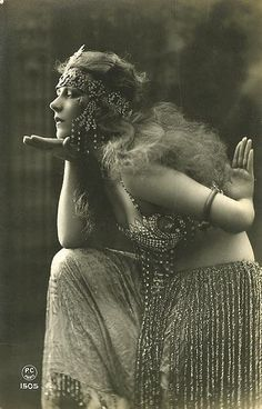 """Beautiful vintage pic of woman in """"oriental"""" costume. Found online years ago, no idea who to credit. If you know, please let me know so I can add that info. Tribal Fusion, Cabaret, Vintage Pictures, Vintage Images, Nostalgic Pictures, Pinup, Burlesque Vintage, Foto Fashion, Gypsy Fashion"""