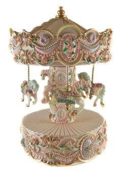 Carousel dream Carousel Musical, Carousel Cake, Carousel Party, Carousel Horses, Estilo Shabby Chic, Merry Go Round, Pretty Box, Retro Toys, Baby Birthday