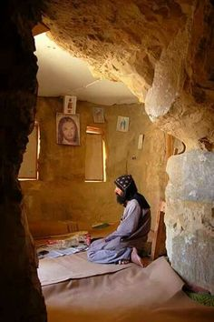 Sirahn Mokabad in his cave. Yin Yang, Christian World, Identity In Christ, The Cross Of Christ, Orthodox Christianity, Jesus Pictures, Earthship, Orthodox Icons, Roman Catholic