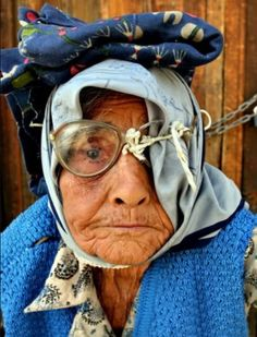 I guess if you only have one eye you don't need the other glass! A Guy Like You, Help The Poor, Steve Mccurry, Old Age, Look Into My Eyes, Face Expressions, Black Women Art, Interesting Faces, People Around The World