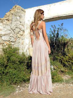 No te pierdas los diseños mas exclusivos y originales de la nueva colección. El modelo Indira y su espalda abierta es espectacular. Ibiza, Boho Chic, Spring Summer, Dresses, Fashion, Models, Originals, Long Dresses, Summer Time