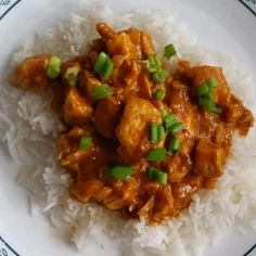 Chunks of chicken simmer in a spicy tomato and cream sauce for the bright orange chicken tikka masala you crave. Tikka Masala Sauce, Chicken Tikka Masala, Fried Chicken Recipes, Grilled Chicken, Masala Recipe, Boneless Chicken Breast, Curry, Easy Meals, Large Skillet
