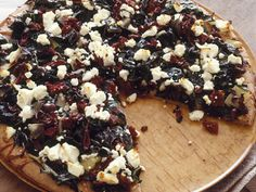 9 Tasty (and Healthy!) Pizza Recipes 9 Tasty (and Healthy!) Pizza Recipes www. Healthy Pizza Recipes, Healthy Food Options, Healthy Cooking, Greek Pizza, 400 Calorie Meals, Benefits Of Organic Food, Recipe Finder, Mediterranean Diet Recipes, Mediterranean Dishes