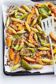 Gebackene Schupfnudeln mit Kürbis und Paprika | Zeit: 20 Min. | http://eatsmarter.de/rezepte/gebackene-schupfnudeln-mit-kuerbis-und-paprika