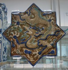 A Persian century wall tile filled with the motif of a Chinese dragon. Probably belonged to the Takht-e Soleyman complex built under the Ilkhanid dynasty. V&A Museum. V & A Museum, Antique Tiles, Iranian Art, Islamic Art, Islamic Tiles, Mosaic Art, Ceramic Pottery, Wall Tiles, Metropolitan Museum