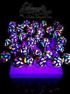 Glow In the Dark Cake Pops halloween glowstick ideas Neon Birthday, 13th Birthday Parties, Birthday Party For Teens, 16th Birthday, Kendall Birthday, Birthday Ideas, Skate Party, Neon Party, Disco Party
