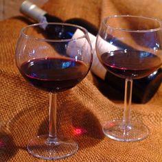 Nossa carta de vinhos está esperando por você! #Tortarelli