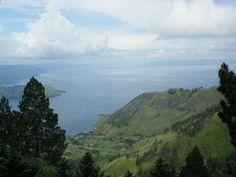 Vista panorâmica das montanhas e do Lago Toba (Foto: Matheus Pinheiro de Oliveira e Silva)