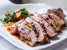 Pomalu pečené hovězí hrudí s javorovým sirupem, Foto: Vlado Kníž Meatloaf, Crockpot, Steak, Cooking, Syrup, Kitchen, Slow Cooker, Steaks, Crock Pot