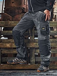 A FAVOURITE IN COMFORT, FUNCTIONALITY AND PROTECTION  The 3-series work trousers feature advanced cut with a Twisted Leg™ design, superior knee protection, Cordura® reinforcements for extra durability and a range of easy-to-access pockets.