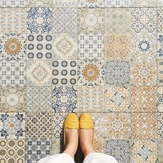 This month at KF, we are inspired by bright, vivid colors and the luxe interiors and beauty that Cuba has to offer. Floor Patterns, Tile Patterns, Floor Design, Tile Design, Wc Decoration, Unique Flooring, Tiles Texture, Mosaic Tiles, Tiling