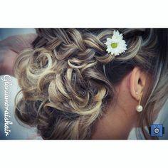 Detalhes 😍👰❤ #penteado #penteados #penteando #hair #hairdo #instahair #instahairstyle #instatranças #coque #coqueando