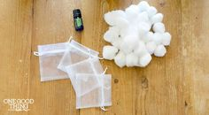 Make your drawers smell heavenly with this simple DIY project. A few EO-soaked cotton balls tucked inside an organza bag = instant sachet! Diy Beauté, Easy Diy, Diy Crafts, Sachet Bags, Make Your Own, Make It Yourself, Scented Sachets, Diy Cleaning Products, Cleaning Tips