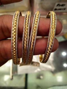 Plain Gold Bangles, Gold Bangles Design, Jewelry Design, Wedding Earrings Studs, Gold Earrings, Amrapali Jewellery, Italian Gold Jewelry, Diamond Bangle, Latest Jewellery