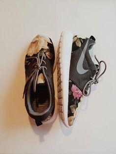 Floral Nike