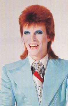 💙🧡💙David Bowie from Life On Mars video (backstage photo) Ziggy Stardust, Bowie Life On Mars, Mtv, Diamanda Galas, David Bowie Ziggy, The Thin White Duke, Major Tom, Glam Rock, David Jones