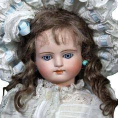 Beautiful Early Simon Halbig Child
