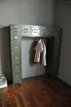 Best Home Gym Storage Ideas Metal Lockers 69 Ideas Gym Lockers, Metal Lockers, School Lockers, Industrial Bedroom, Vintage Industrial, Vintage Metal, Industrial Style, Retro Vintage, Locker Organization
