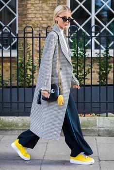 London SS 2018 Street Style: Caroline Daur Caroline Daur between the fashion shows. Fashion Mode, Look Fashion, Trendy Fashion, Girl Fashion, Winter Fashion, Fashion Outfits, Fashion Design, Classy Fashion, Fashion Shoes