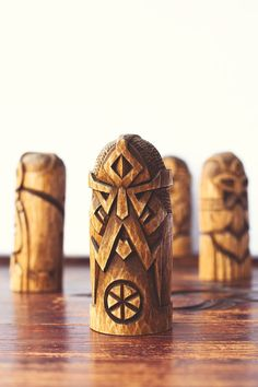 A chic Scandinavian Gift for him / Gift for her Wood Carving Faces, Wood Carving Patterns, Tree Carving, Whittling Projects, Whittling Wood, Wooden Statues, Wooden Figurines, Wooden Decor, Wooden Diy