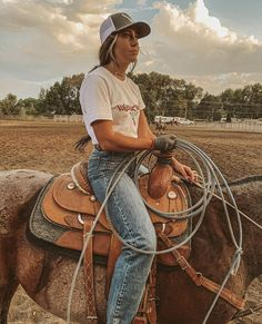 Style Cowgirl, Foto Cowgirl, Cowgirl Style Outfits, Western Outfits Women, Country Style Outfits, Southern Outfits, Rodeo Outfits, Country Girl Style, Cute N Country